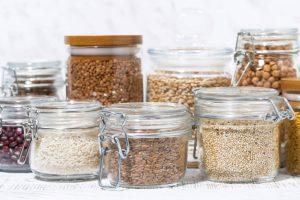 Getreide-und-Huelsenfruechte--in-Glaesern-abgefuellt
